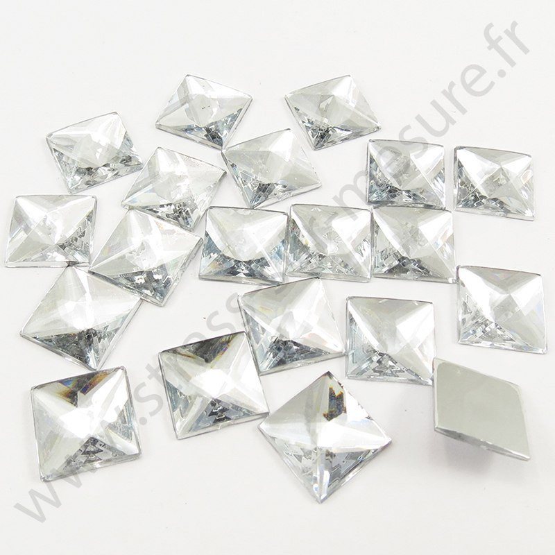 Strass acrylique carré pyramide à coller - Diamant - 14mm
