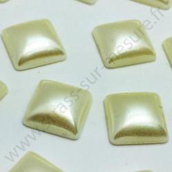 Demi-perle nacrée carré à coller - Ivoire nacré - 8mm, 10mm - détail