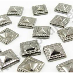 Strass thermocollant en métal carré pyramide - Noir vieilli