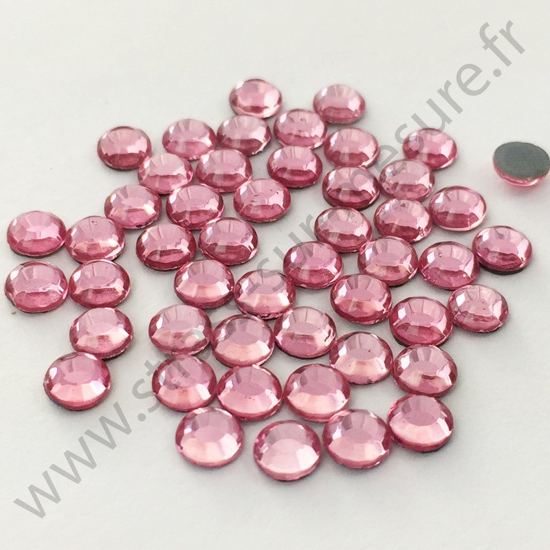 Strass thermocollant en verre DMC - Rose clair - 2mm à 6mm