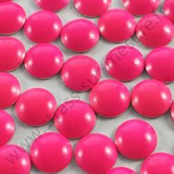 Strass thermocollant en métal rond bombé - Rose fluo - 2mm à 8mm - détail