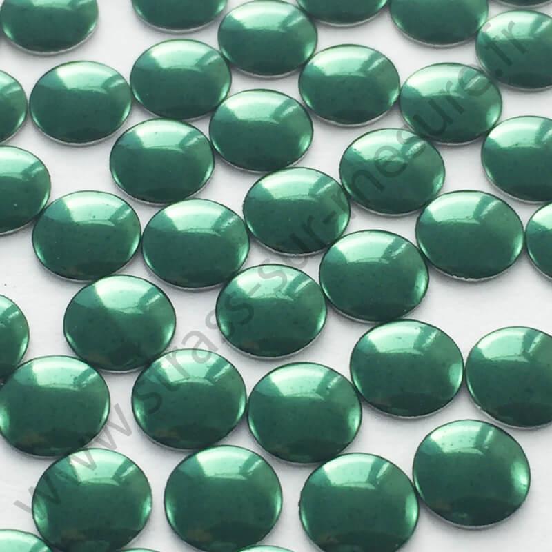 Strass thermocollant en métal rond plat - Vert emeraude - 2mm à 6mm - détail