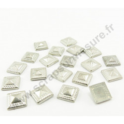 Strass thermocollant en métal carré pyramide - Argent vieilli